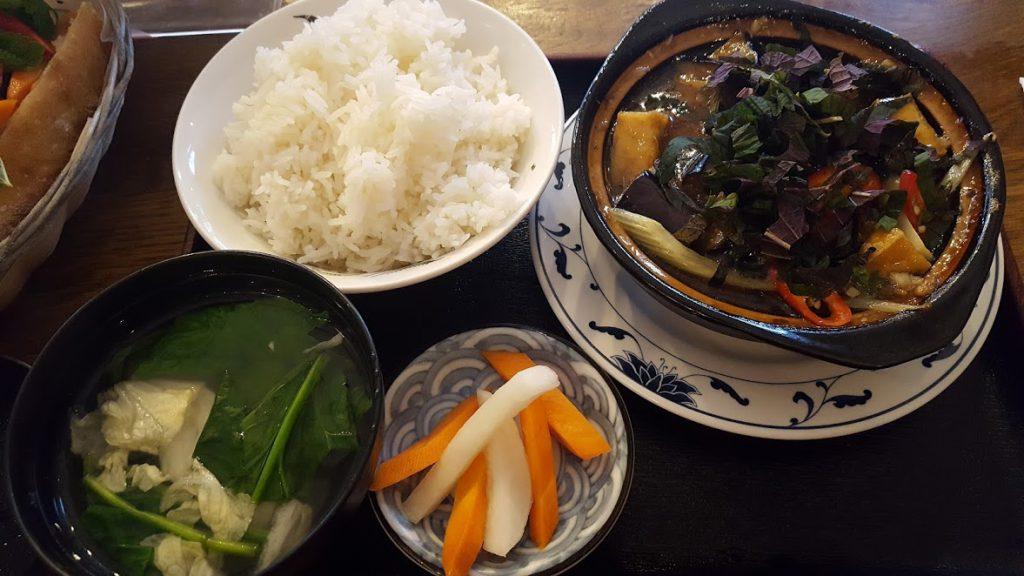 Cơm đậu om cà tím | Spicy tofu &amp - Vegetarian Food in London; aubergine braised in claypot